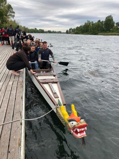 Drachenboot-Rennen beliebte Teambuilding-Aktion.